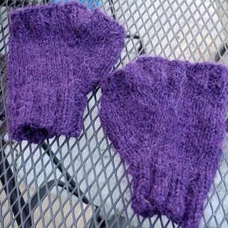 Blackberry_mitts_01